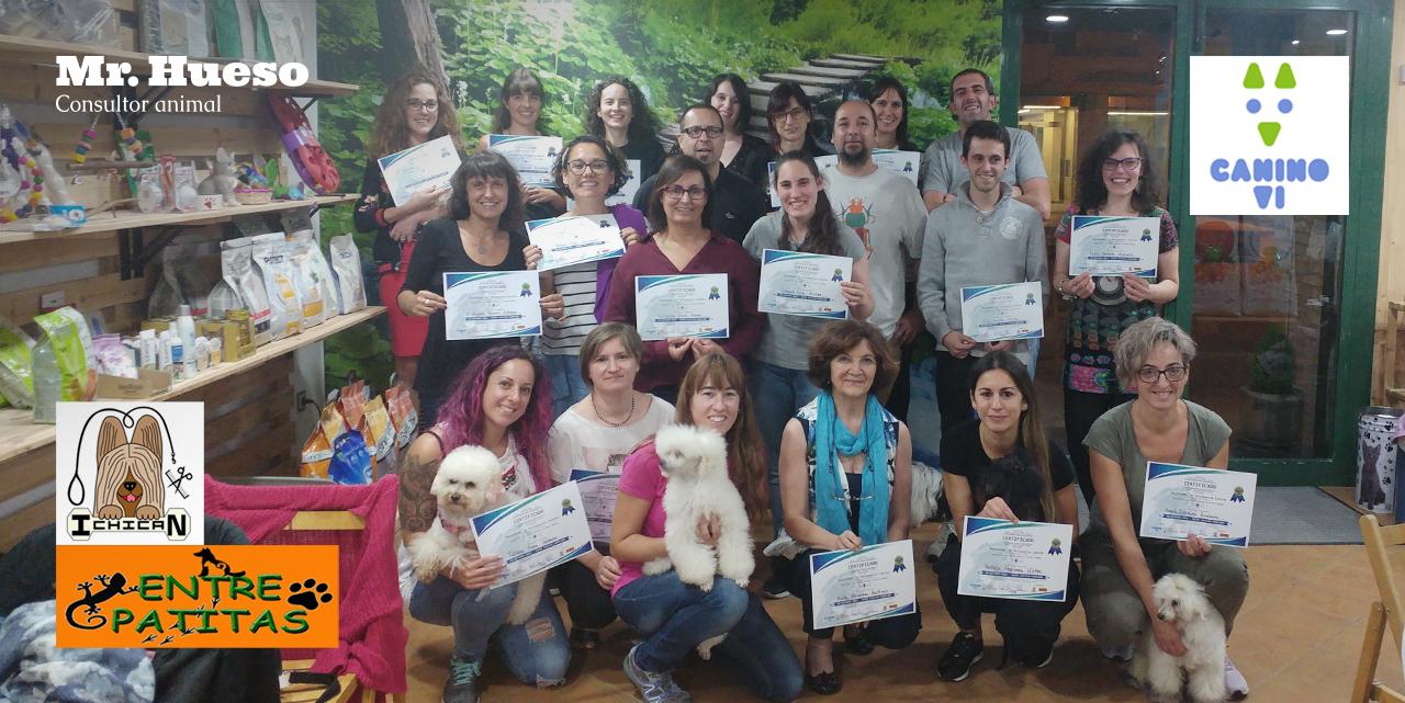 Grupo de participantes en la primera formación Mejorando la peluquería canina