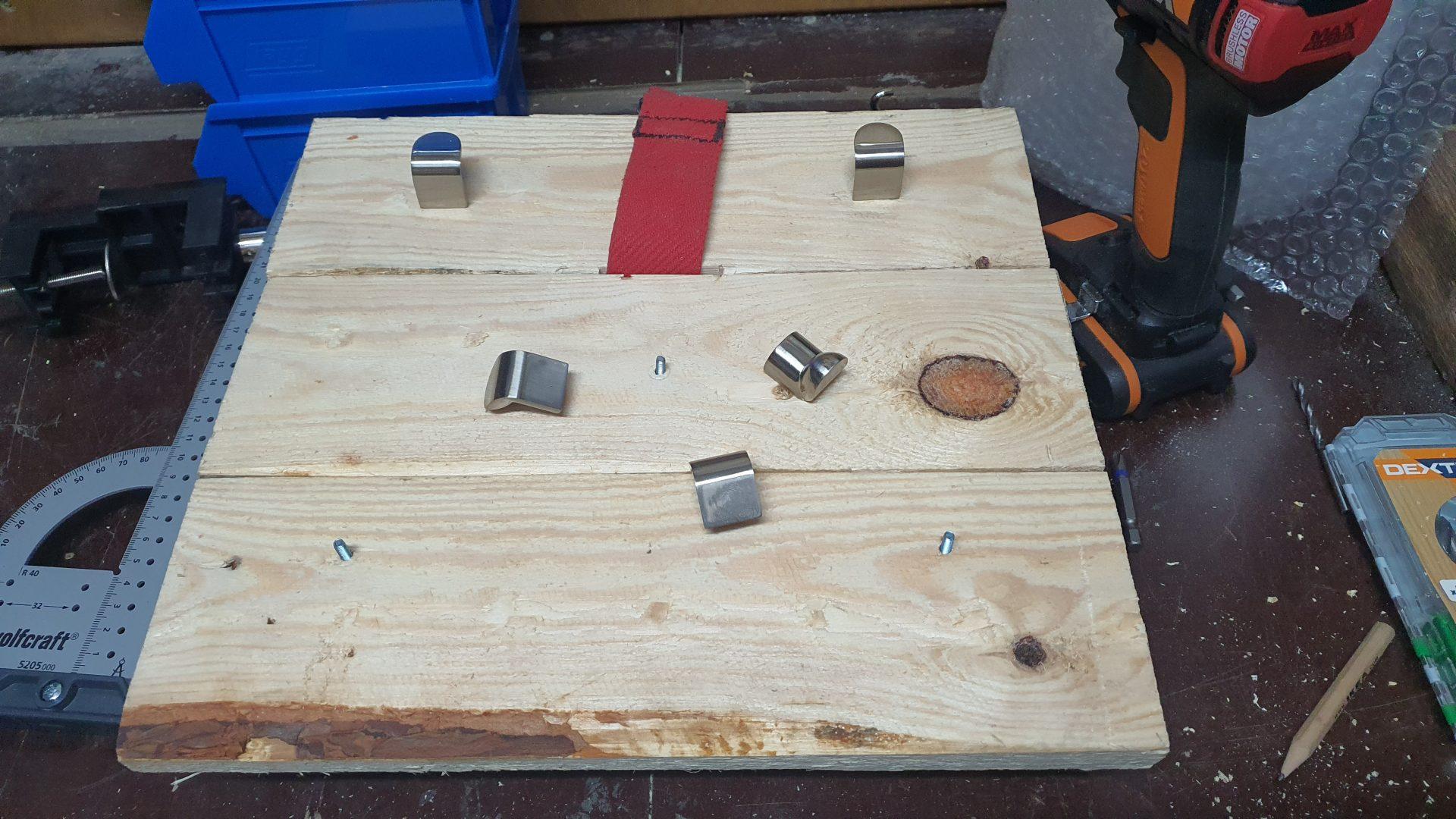 Fase de construcción, con las tablas ya unidas y el collar de ahogo entre ellas